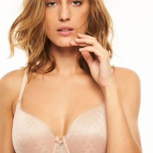 Chantelle Courcelles Covering spacer bra for style and comfort